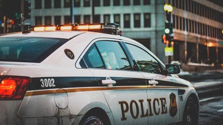 Kanadyjska policja goniła za pędzącą Teslą, która wydawała się… pusta