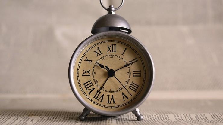 """Zmiana czasu. """"Dodatkowa godzina snu niekoniecznie wpływa na naszą efektywność"""""""