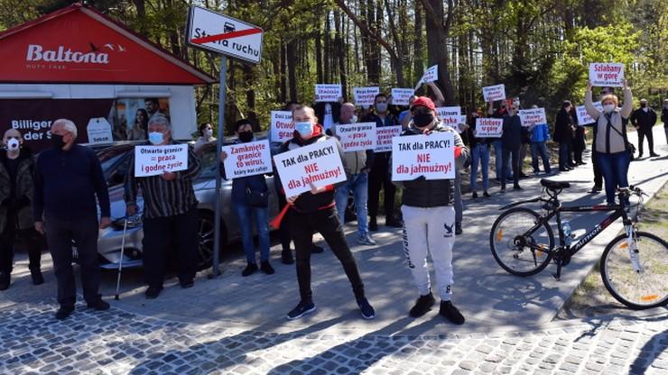 """Protest w Świnoujściu: """"otwórzcie granicę, chcemy żyć, chcemy pracować"""""""