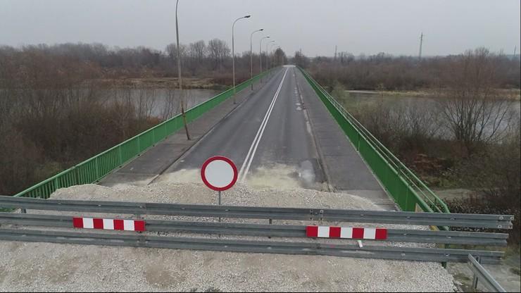 """Zamknęli most z dnia na dzień, nie uprzedzając mieszkańców. """"Tragedia jest"""""""