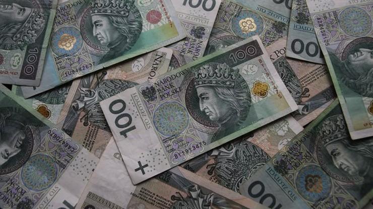 Polacy bardziej boją się obniżek pensji niż utraty pracy