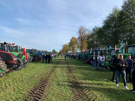 Rolnicy zebrali się pod Siedlcami gotowi, by wyruszyć na drogi