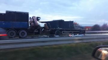 Po zderzeniu ciężarówek na S8 wysypały się opony