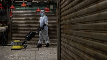 """""""Możemy prosić o wyjście raz w tygodniu"""". Polacy zamknięci w chińskich kampusach"""