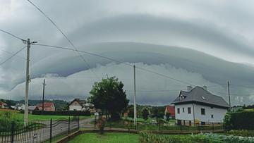 Chmury przed burzą w Tarnawie Dolnej na Podkarpaciu