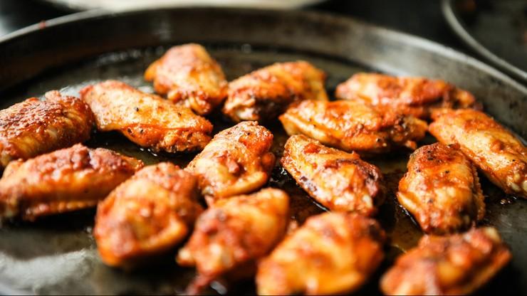 Amerykanie zjedli ponad... miliard skrzydełek kurczaka w weekend Super Bowl