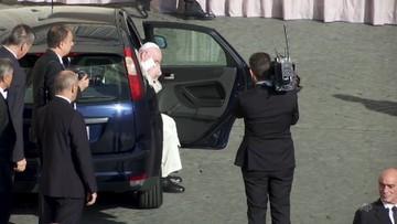 Papież założył maseczkę. Wiernym zalecił, by unikali zakażenia