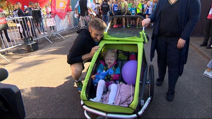 Bieg z Radością. Uczestnicy ukończyli trasę dla 3-letniej Natalki