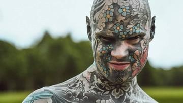 Nauczyciel skarży się, że przez tatuaże jest odsuwany od pracy z dziećmi
