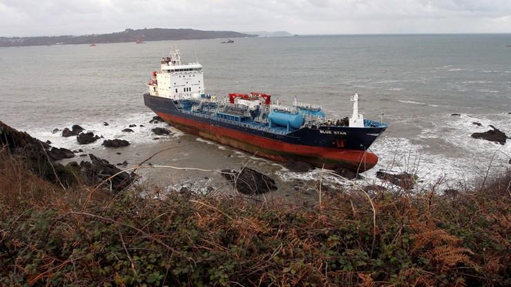 Akcja ratownicza po pożarze na statku u brzegów Galicji w Hiszpanii