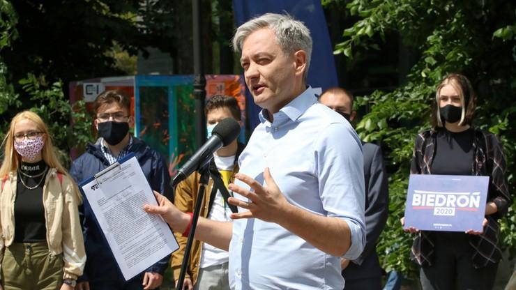 """""""Prawica nas dzieli, a ja chciałbym zszyć Polskę"""". Wiec Biedronia w Opolu"""
