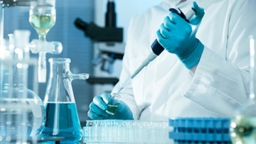 Ochotnicy do zakażenia koronawirusem pilnie poszukiwani. Można zarobić