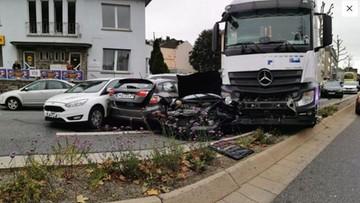 Skradziona ciężarówka staranowała 8 aut. Policja nie wyklucza, że to  zamach