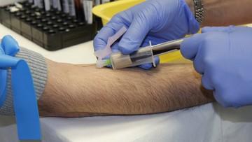 Fałszywi pielęgniarze grasują w Holandii. Pobierają krew i okradają