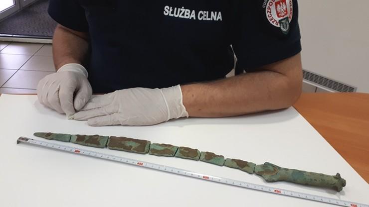 Udaremniono przemyt miecza z epoki brązu. Miał trafić do Czech