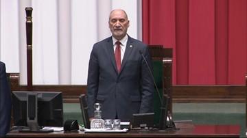 Antoni Macierewicz otworzył pierwsze posiedzenie Sejmu. Odśpiewano hymn
