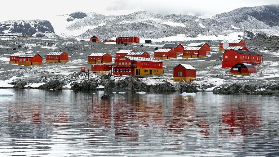 Argentyńska baza Esperanza na Antarktydzie. Fot. Wikipedia / Andrew Shiva.