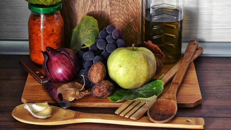 Dietetyk o posiłkach w czasie epidemii koronawirusa. Jedzeniem walcz z depresją i zadbaj o odporność