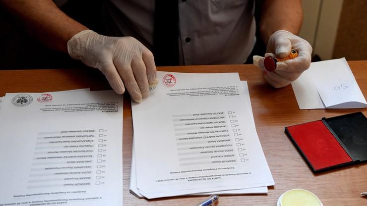 """Członek komisji fałszował karty wyborcze? Miał dopisywać znaki """"X"""""""