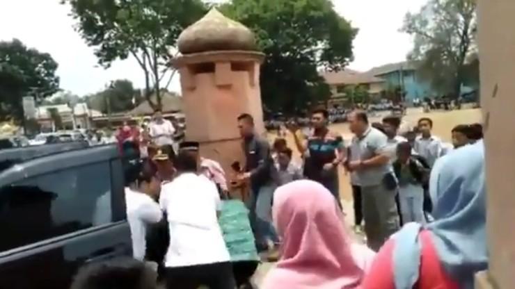 Indonezja: minister ds. bezpieczeństwa zaatakowany przez nożownika
