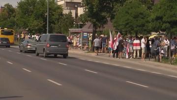 Protest Białorusinów w kolejce przed ambasadą w Warszawie
