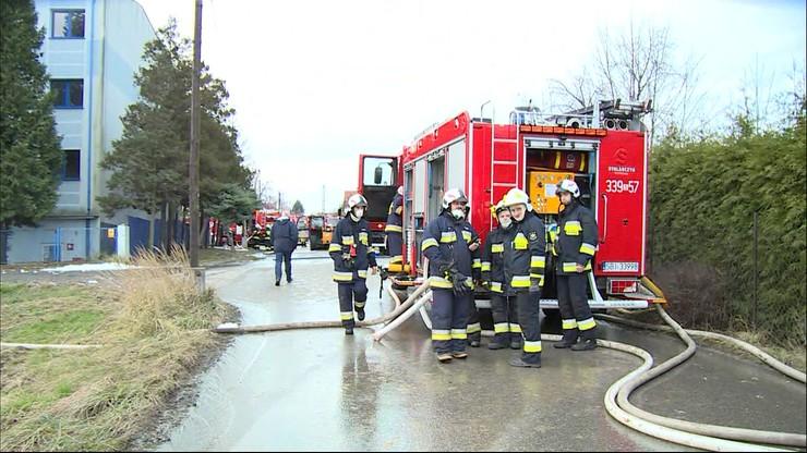 Pożar zakładu utylizacji odpadów niedaleko Czechowic-Dziedzic. Płonęły dwie hale z chemikaliami