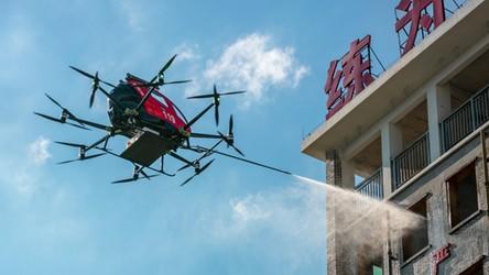 W Chinach pożary gaszą drony strażackie. Zobaczcie w akcji jeden z nich [FILM]