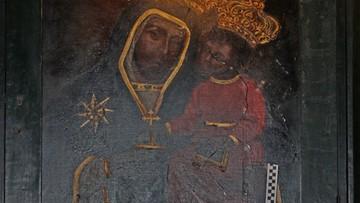 Bezdomny zniszczył obraz Matki Boskiej. Rzucał kamieniem i butelką po piwie