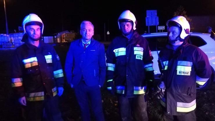 """Biedroń ruszył na pomoc ofiarom wypadku. """"Zachował się jak prawdziwy strażak"""""""