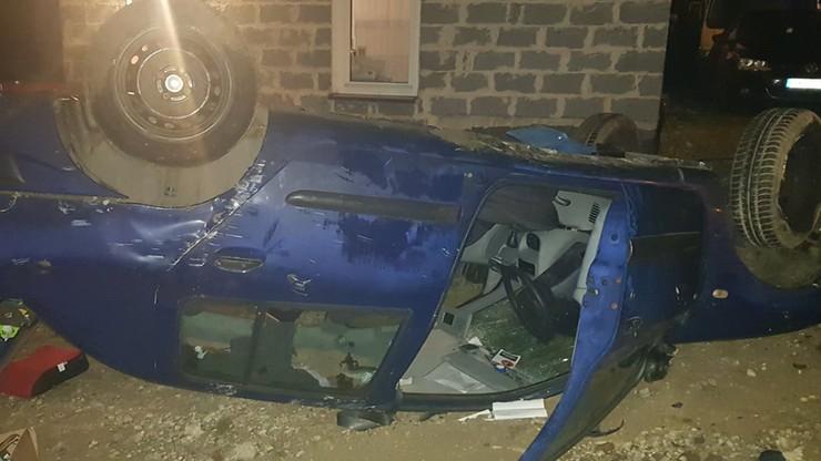 Pijany wiózł trzy małe córki. Stracił panowanie nad autem i dachował