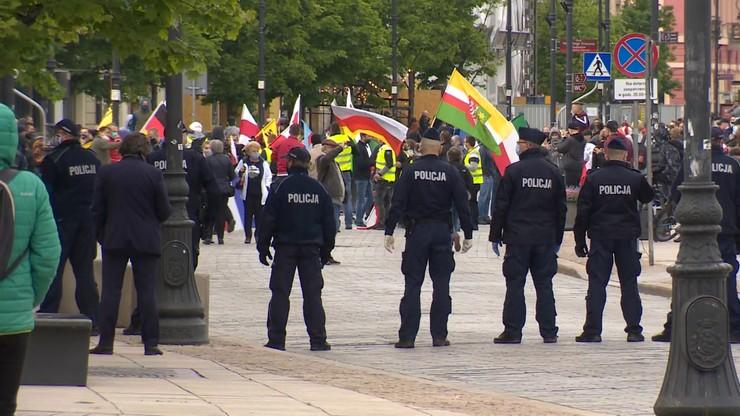 Protest przedsiębiorców rozpoczął się na Placu Zamkowym