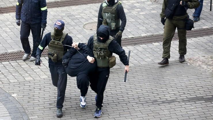 """Białoruś. """"Reżim Łukaszenki bliski paraliżu"""". Cichanouska nie wyklucza """"walki partyzanckiej"""""""