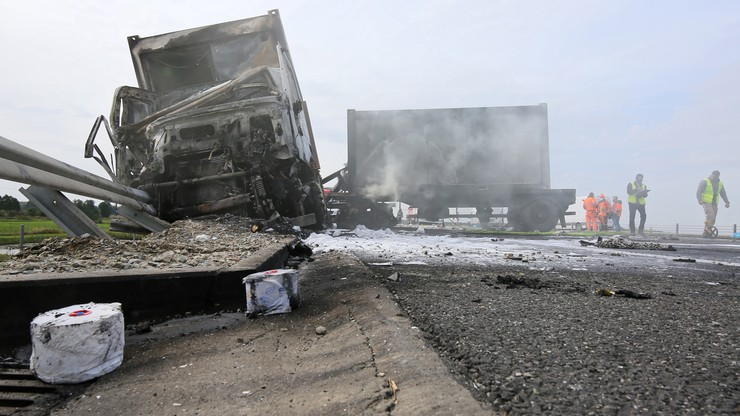 Pożar ciężarówki na S8. Wiozła sprzęt do szpitala polowego w Warszawie [ZDJĘCIA]