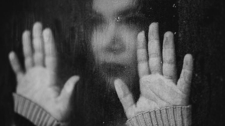 Zaburzenia snu, lęki, trauma. Psychiatrzy ostrzegają przed skutkami COVID-19
