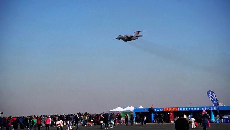 Pokaz podniebnej siły Chin. Wśród maszyn prototypowy myśliwiec piątej generacji J-20