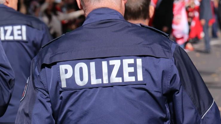 Afera w niemieckiej policji. Zdjęcia Hitlera i uchodźców w komorach gazowych