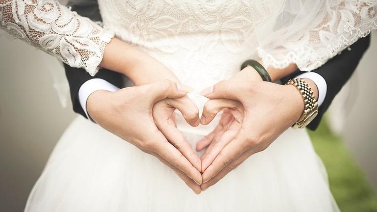 GUS: W pierwszej połowie 2020 roku spadła liczba zgonów. Duży spadek liczby małżeństw