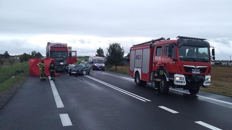 Pomarzany: po zderzeniu samochodu z ciężarówką zginęły dwie osoby