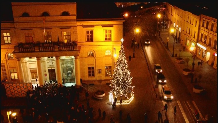 Choinki, szopki, lampki. Zobacz świąteczne iluminacje w polskich miastach