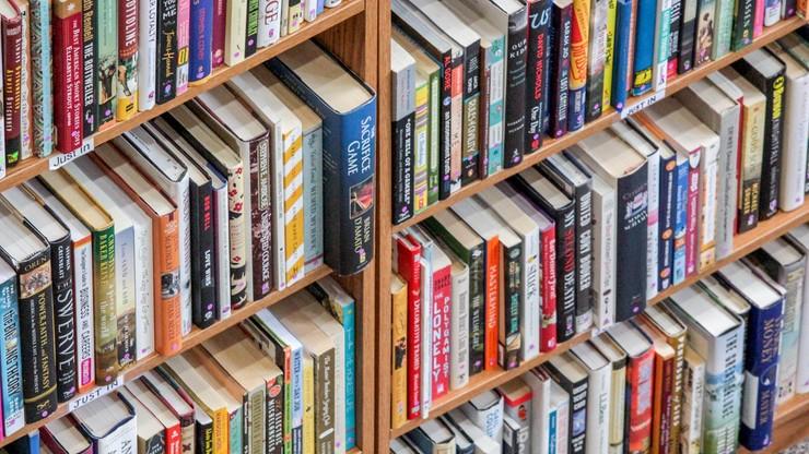 Gliński: występujemy do UE o obniżkę VAT na książki drukowane do stawki zerowej