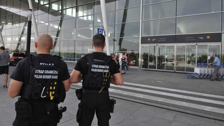 500 zł mandatu za żart o bombie w bagażu