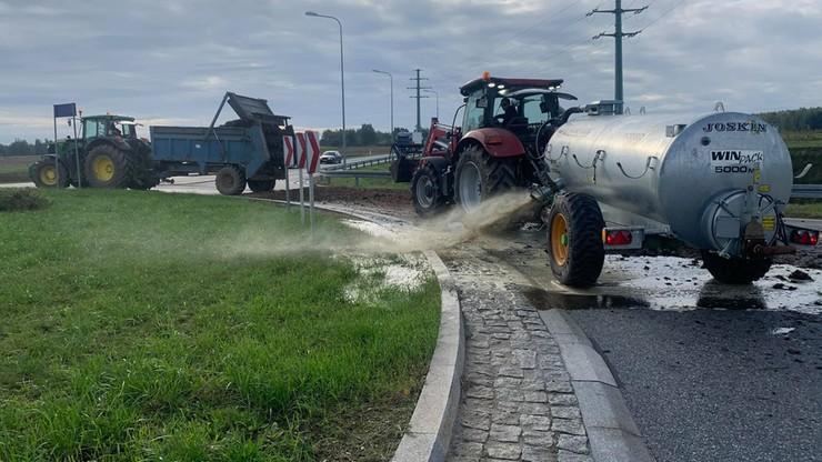 Protest rolników. Zablokowane drogi, gnojowica u posłów