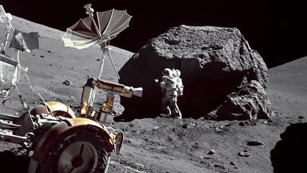 Zobacz, jak sztuczna inteligencja niesamowicie odnawia filmy z Księżyca [FILM]