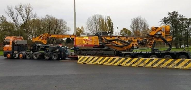 Pojazd z ładunkiem był za szeroki o 42 cm i za długi o 10,6 m