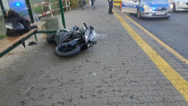 Motocykl uderzył w ludzi na przystanku w Radomiu