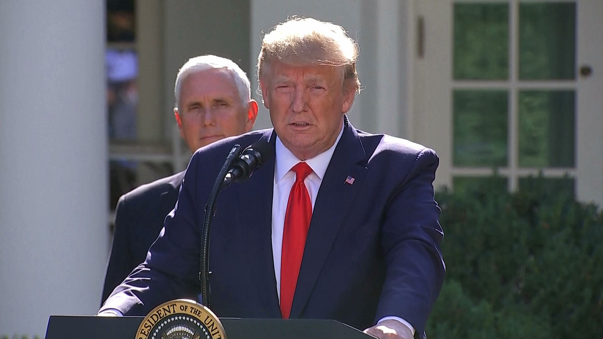 Donald Trump przełożył wizytę w Polsce