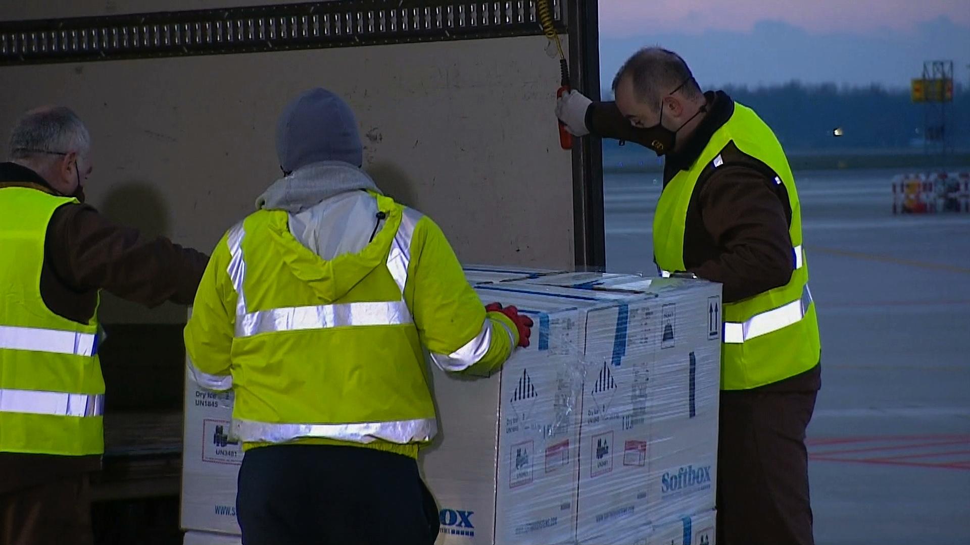 Do Polski trafiła kolejna dostawa szczepionek przeciwko COVID-19. Około 300 tys. dawek