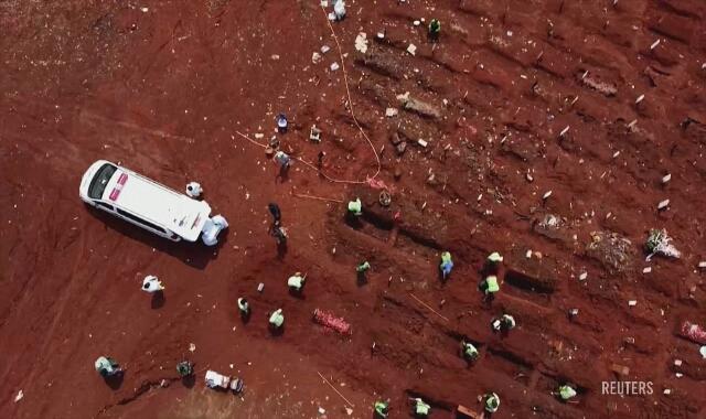 Masowe groby ofiar COVID-19 w Indonezji